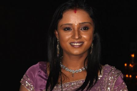 I stopped reading newspapers and I am happier now :  Parul Chauhan, Television actress