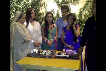 Ek hazaaron mein meri behna hai cast and crew names : Tamil