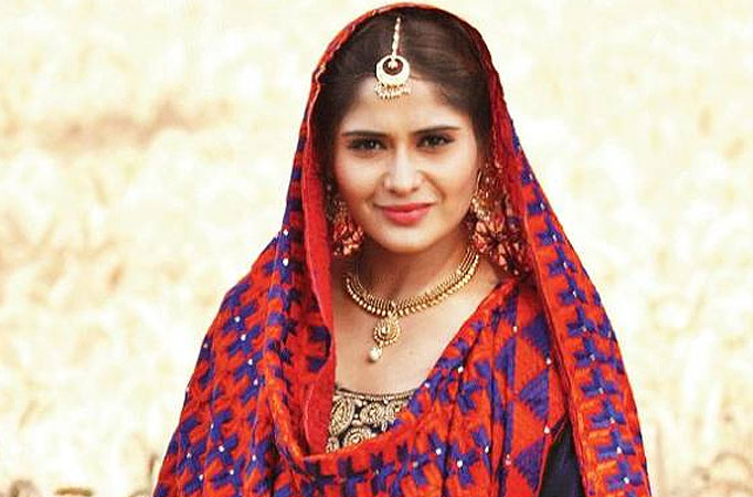 Aarti Singhs devotional act during shoot break - TV Shows