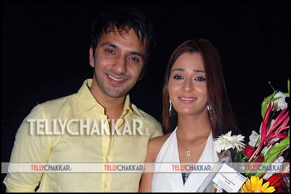 eijaz khan and sara khan - photo #11