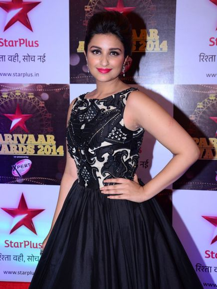 http://www.tellychakkar.com/sites/tellychakkar.com/files/styles/display_900x550/public/images/content_slideshow/2014/06/23/Parineeti-Chopra-at-Star-Parivaar-Awards-that-will-go-on-air-on-29th-June,-730pm-onwards-only-on-Star-Plus.jpg?itok=u4O1CThI