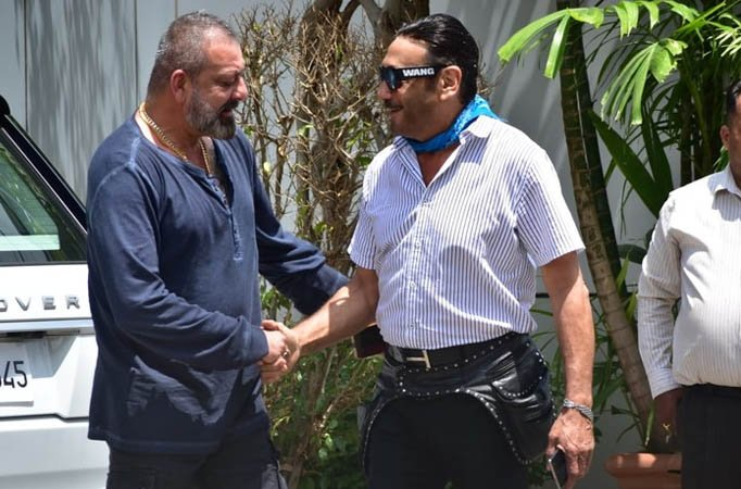These pictures of Sanjay Dutt and Jackie Shroff are giving ...