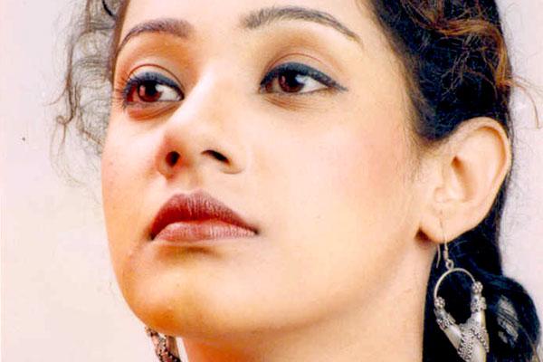 "Shraddha Arya Hot Beautiful Photos That Will Make Your Day: ""I Love To Shop In Dubai"""