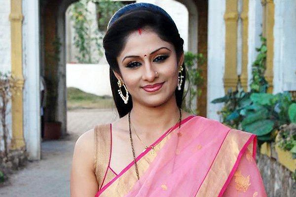 i am not close to anyone on the sets of amrit manthan
