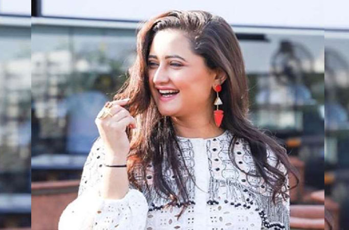 Rashami Desai on cloud nine as she rules the screen space on Colors with 4 shows! thumbnail