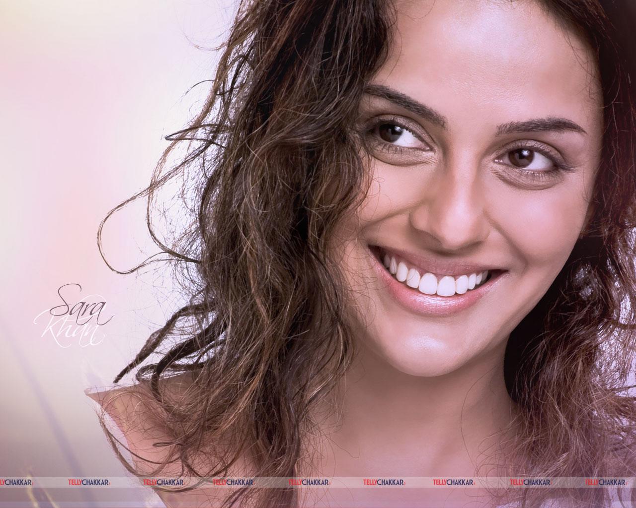Sara Khan | Tellychakkar.com