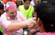 Rishi Kapoor got into an ugly fight with journalists at Ganpati Visarjan where they allegedly pushed journos.