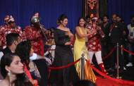 Divyanka Tripathi & Surbhi Chandna's entry at STAR Parivaar Awards