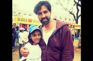 Akshay Kumar with Kajol (fan)