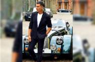 Housefull 4: Akshay Kumar steps out for lunch with co-stars while hiding his face from photographers