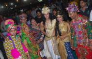 In 'garba' mood- Sayantani Ghosh and Karan Suchak