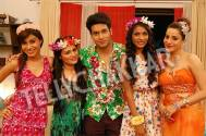 Abhishek Malik with four beautiful ladies