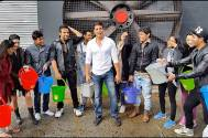Akshay Kumar tries out a unique Ice Bucket Challenge with 11 Dare 2 Dance contestants