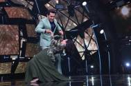 Aditya dropped Neha on the stage of Indian Idol 11