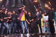 Ajay Atul's Zingaat performance with Kaivalya Kejkar on the stage of Indian Idol Season11