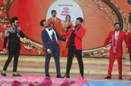The Zee Family celebrates Ravi Dubey's wedding anniversary at Zee Rishtey  Awards 2019!!