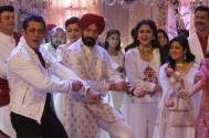 Dabangg 3's Salman Khan breaks into an impromptu gig with Choti Sarrdaarni cast