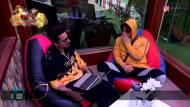 Siddharth-Asim KISS? | Harsh Limbachiya takes a dig at Bigg Boss 13 house members