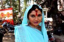 Manini De and Jeet give Holi wishes