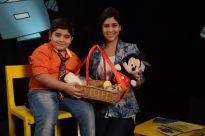 Sakshi gets a gift hamper from Captain Tiao