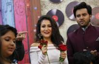 Neha Kakkar celebrates birthday on Sa Re Ga Ma Pa