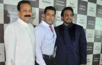 Salman Khan & Zeeshan attend Baba Siddique's Iftar party!