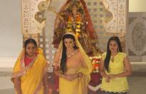 Aap Ke Aa Jane Se team colour-coordinate this Navratri