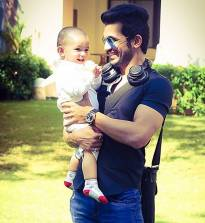 Arjun Bijlani with his son