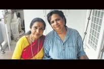 Asha Bhosale with daughter Varsha Bhosle