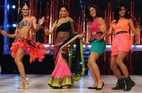 Shakti Mohan, Neeti Mohan and Mukti Mohan with Madhuri Dixit