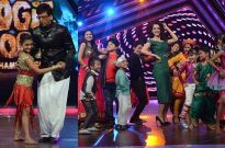 Jaaved Jaaferi does salsa; Kangna Ranaut gets kissed on Sony TV