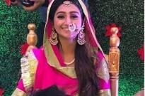 Must Check: Yeh Rishta Kya Kehlata Hai fame Mohena Kumari Singh looks beautiful at her mehndi function