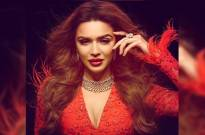 Aashka Goradia eye makeup game is on point in these stunning pictures