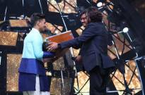 Ajay Atul gifted a Harmonium to Sunny Hindustani on the stage of Indian Idol Season 11