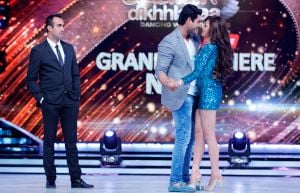 Ranvir-Shorey-looks-upon-as-Sidharth-Shukla-dances-with-co-host-Drashti-Dhami