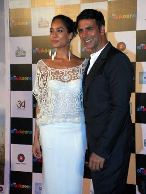 Lisa Haydon and Akshay Kumar