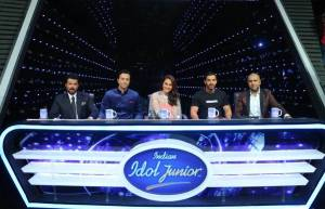 'Welcome Back' team on Indian Idol Junior