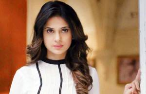 Maya in Beyhadh- Who would want a friend who is so obsessive that she might just kill you off!