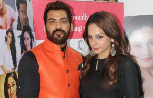 Manu and Nitibha at the launch of 'Date to Remember'