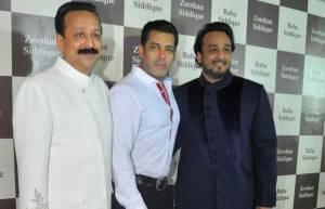 Salman Khan & Zeeshan attend Baba Siddique's Iftar party!