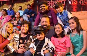 Sanjay Dutt on the sets on Sa Re Ga Ma Pa Li'l Champs