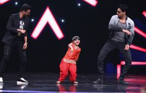 Siddharth Malhotra and Manoj Bajpai grace Sony TV's Super Dancer