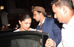 SRK, Deepika, Ranveer and others grieve with the Kapoor family