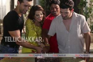 Ishq Mein Marjawaan team celebrates completion of 200 episodes