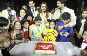 Huma Qureshi pre-birthday celebrations on India's Best Dramebaaz