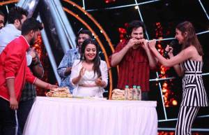 Anushka and Varun enjoy vada pav party on Indian Idol 10