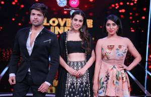 Fun on the sets of Love Me India with Sara Ali Khan