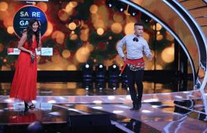 Aditya Narayan's belly dance for Katrina Kaif on Sa Re Ga Ma Pa sets