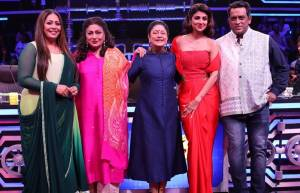 Aruna Irani and Bindu have a gala time on the sets of Super Dancer