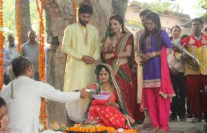 Check out these sizzling behind the scene pictures from Gandii Baat 3